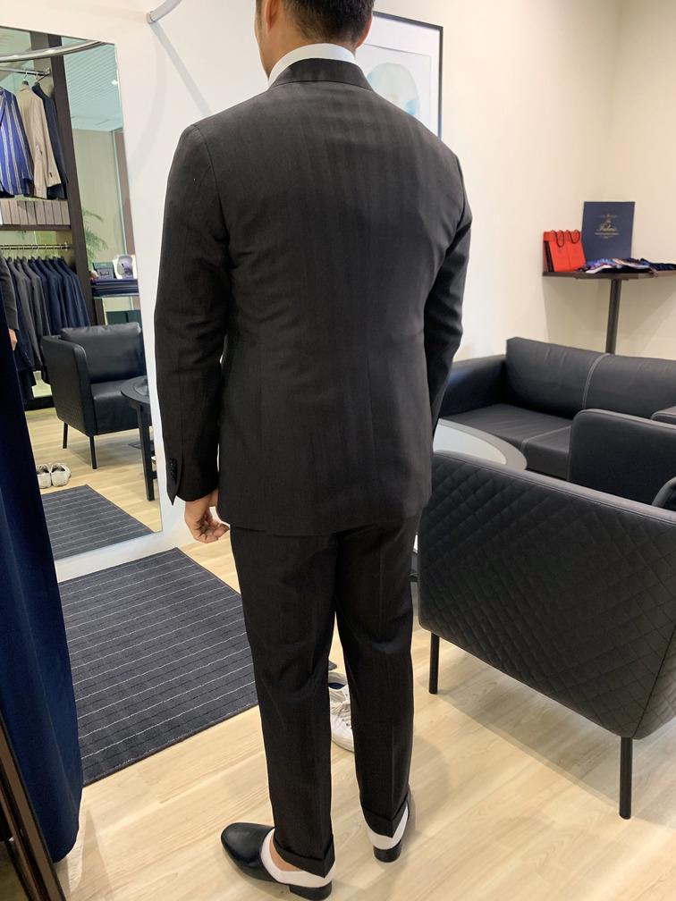 ブラウンスーツ